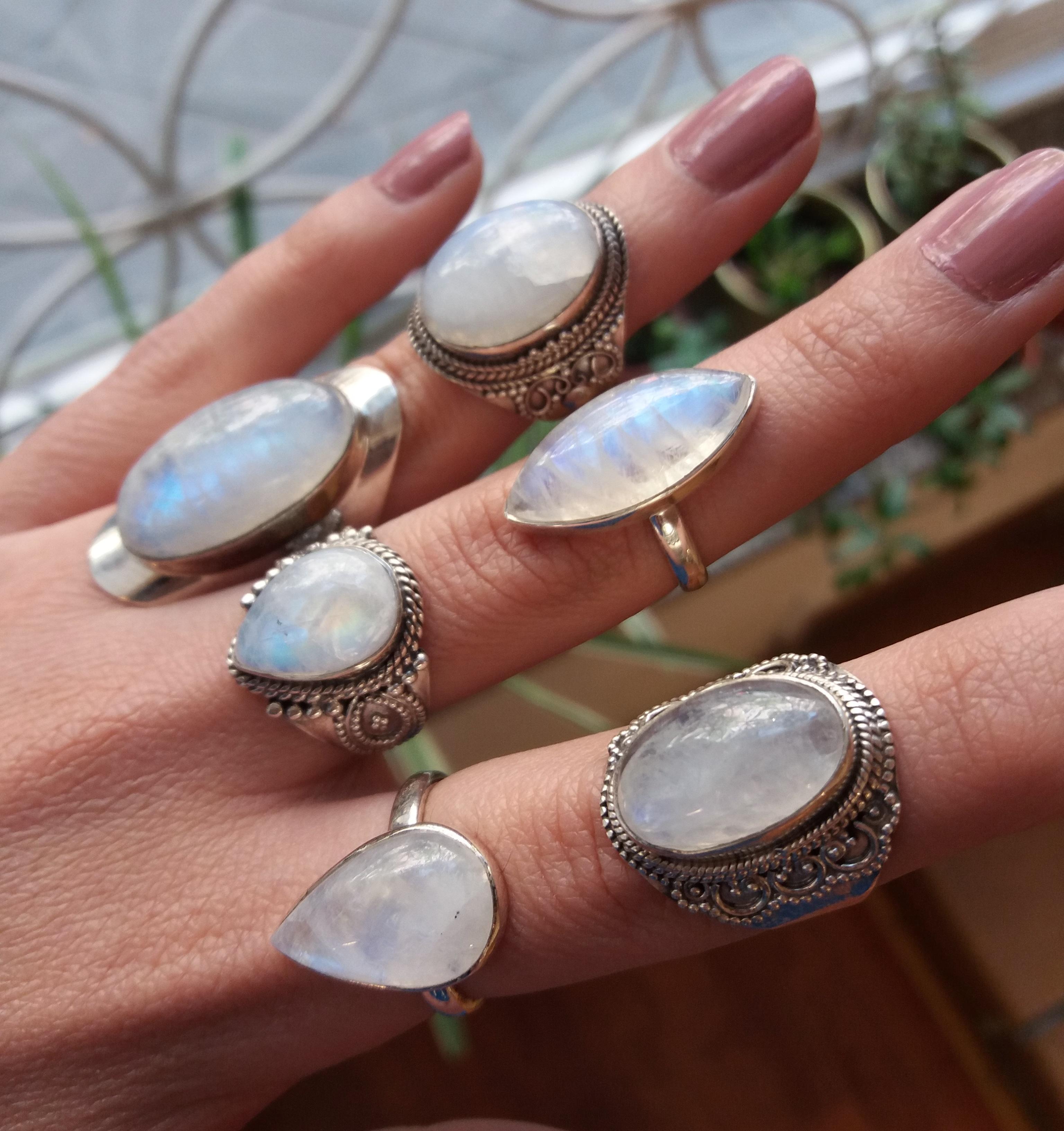 Sortijas de piedra luna y plata